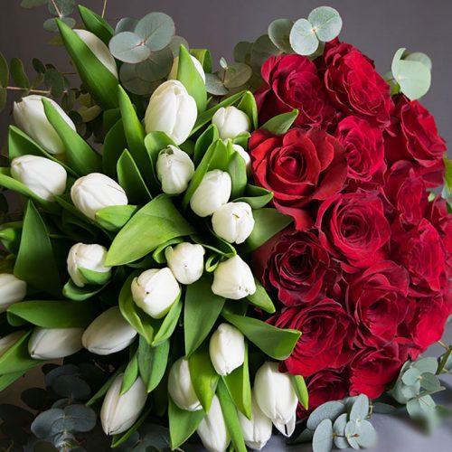 dostava-cvijeća-buket-crvene-ruže-bijeli-tulipani