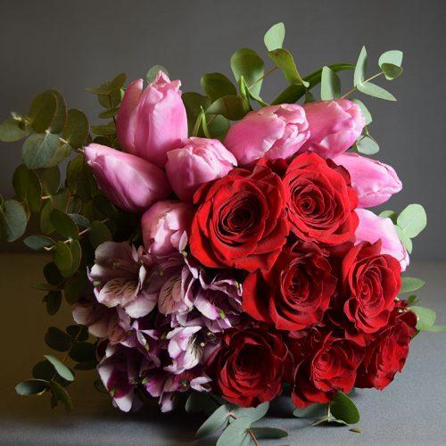 buket-cvijeća-ruže-alstromerije-tulipani