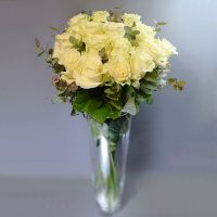Cvjećarnica Fani_Rezano cvijeće_Bijele ruže sa zelenilom_