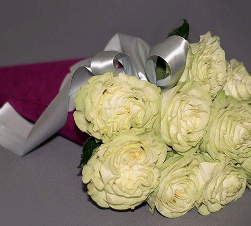 Cvjećarnica Fani_Flowerbox_Bijele ruže u tuljcu_
