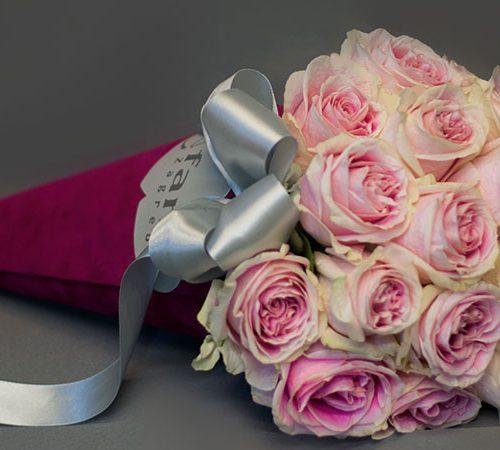 Cvjećarnica Fani_Flowerbox_Ružičaste ruže u tuljcu_
